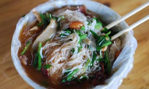 海南島非吃不可的特色小吃-加積牛腩粉